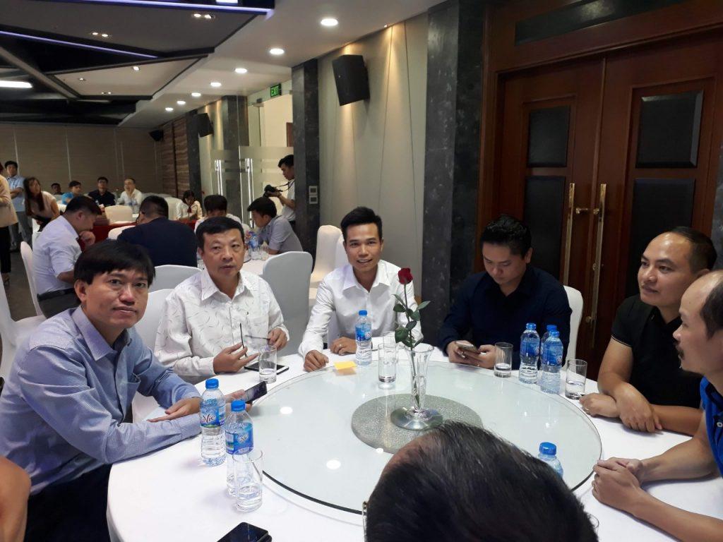 Lãnh đạo công tyAn Việt House cùnglãnh đạo các ban ngành và doanh nghiệp khác dùng tiệc