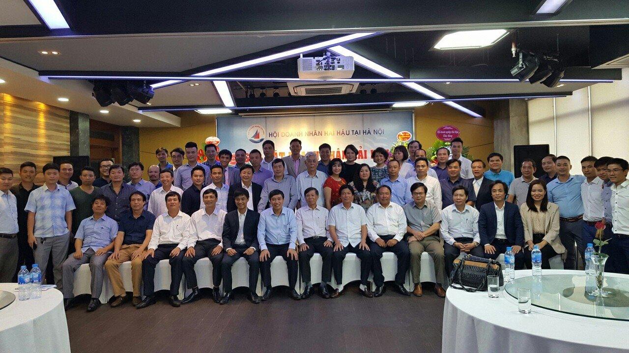 Lãnh đạo công tyAn Việt House cùnglãnh đạo các ban ngành và doanh nghiệp khác chụp ảnh lưu niệm