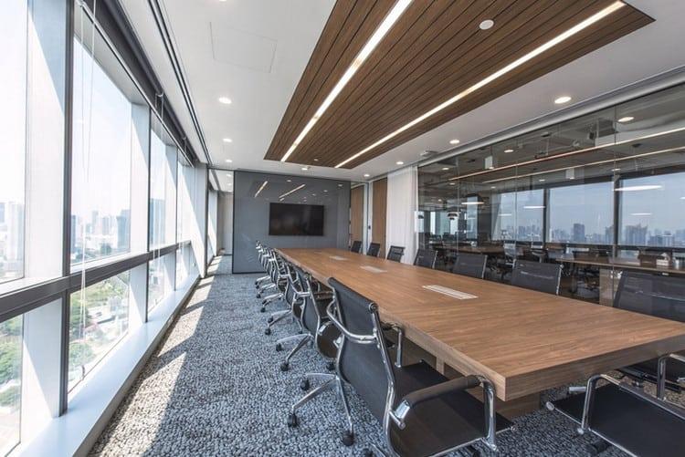 Phòng họp tận dụng ánh sáng tự nhiên