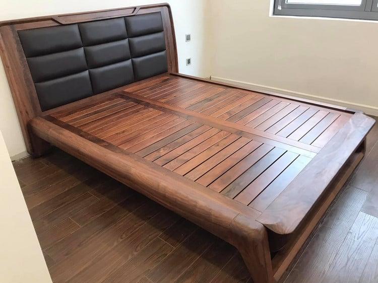 giường gỗ óc chó sang trọng