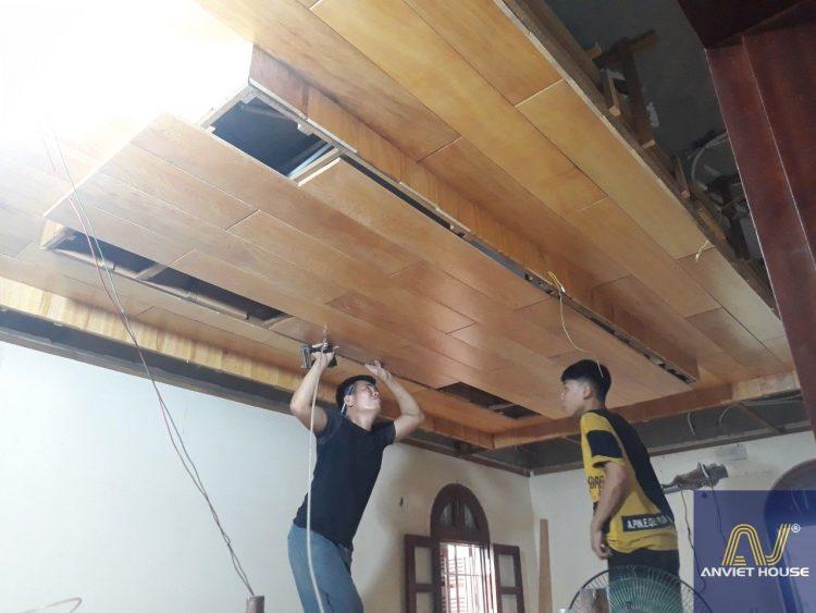 thi công trần gỗ pơ mu