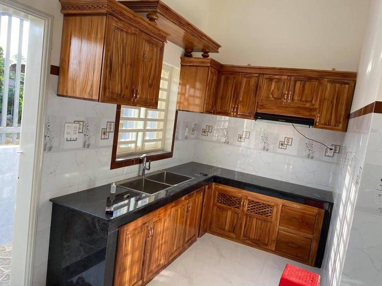 thi công tủ bếp gỗ hương đẹp