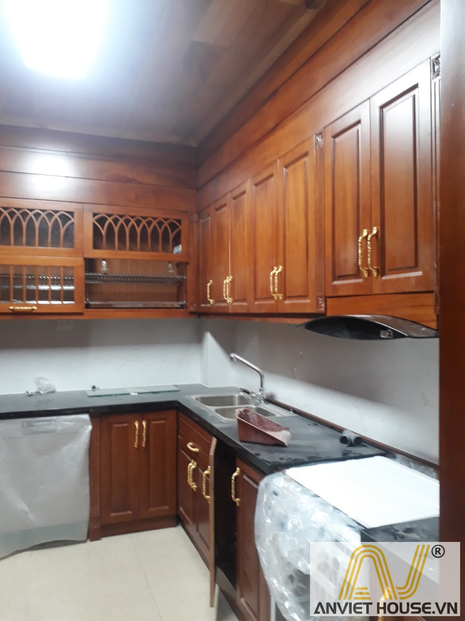 thi công tủ bếp gỗ gõ đỏ
