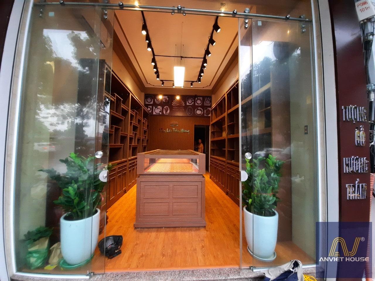 Thi công cửa hàng trầm hương
