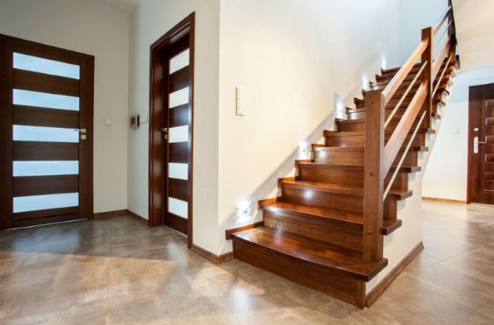 Cầu thang gỗ vuông