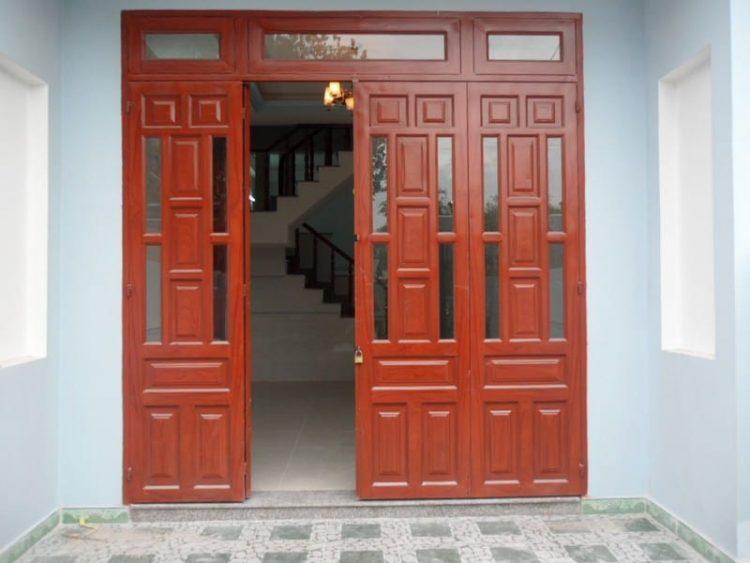 mẫu cửa gỗ kính cường lực 4 cánh