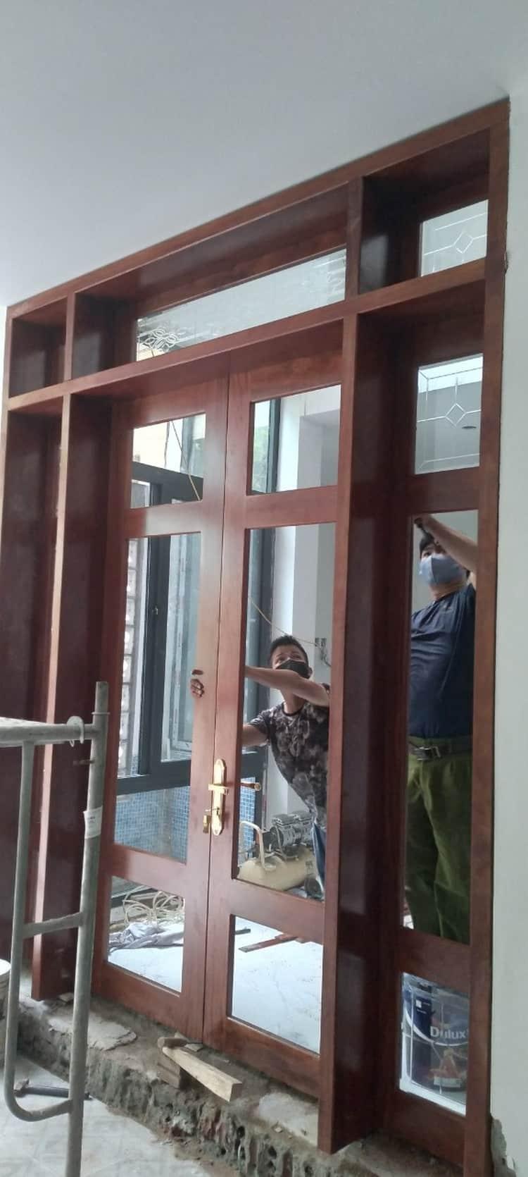 anviethouse thi công cửa gỗ lim