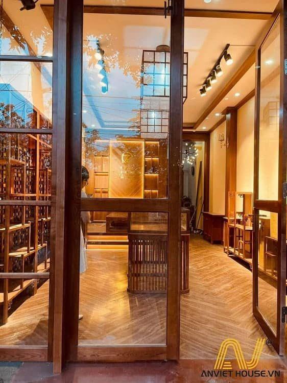 cửa chính gỗ tần bì tự nhiên kết hợp gỗ Veneer