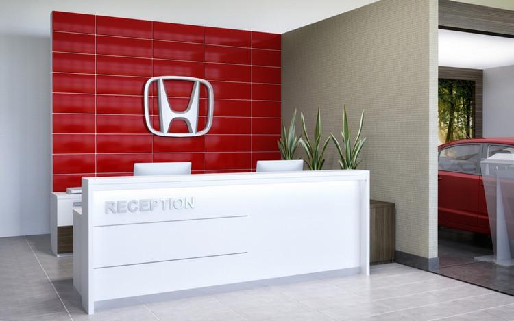 Logo thương hiệu nổi bật sau backdrop