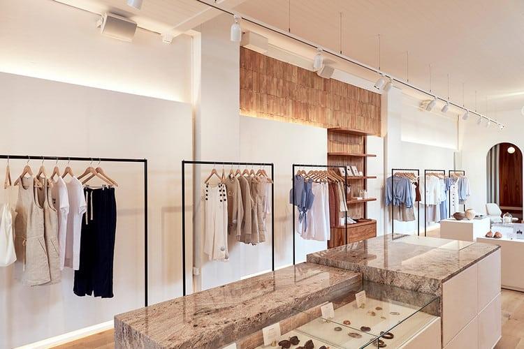 Thiết kế cửa hàng thời trang nữ thanh lịch