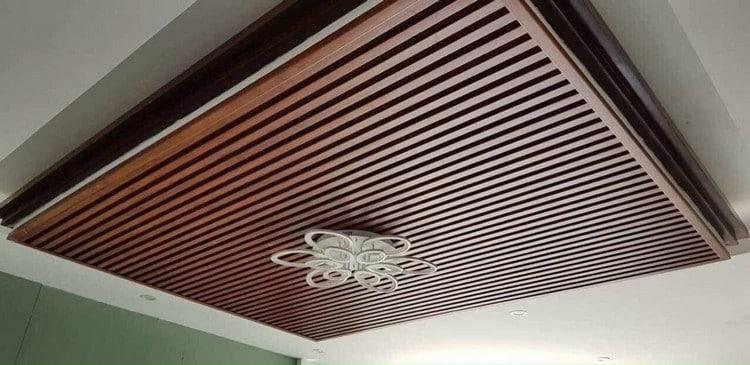 ốp gỗ trần phòng khách