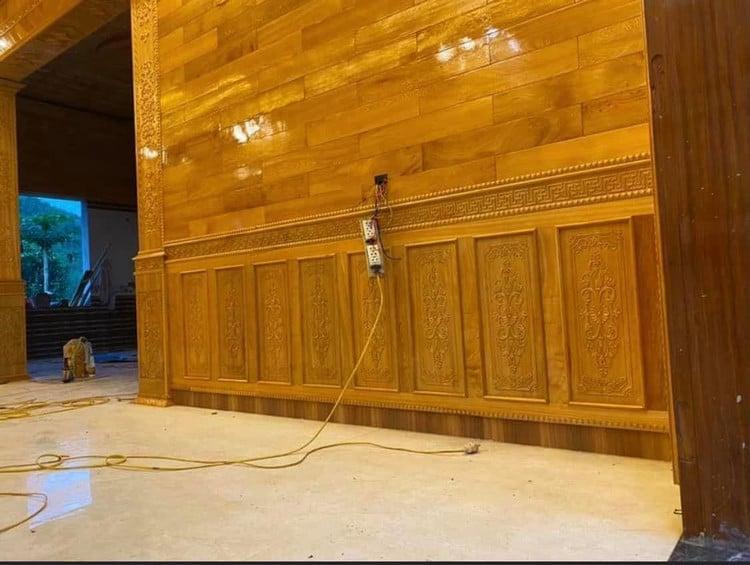 ốp gỗ chân tường phòng phách