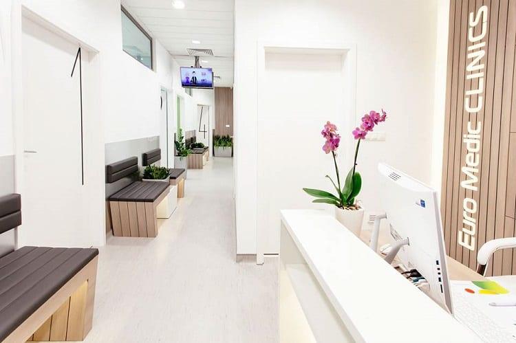thiết kế nội thất phòng khám đa khoa hiện đại