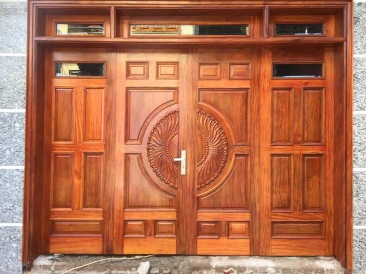 mẫu cửa gỗ kính cường lực đẹp