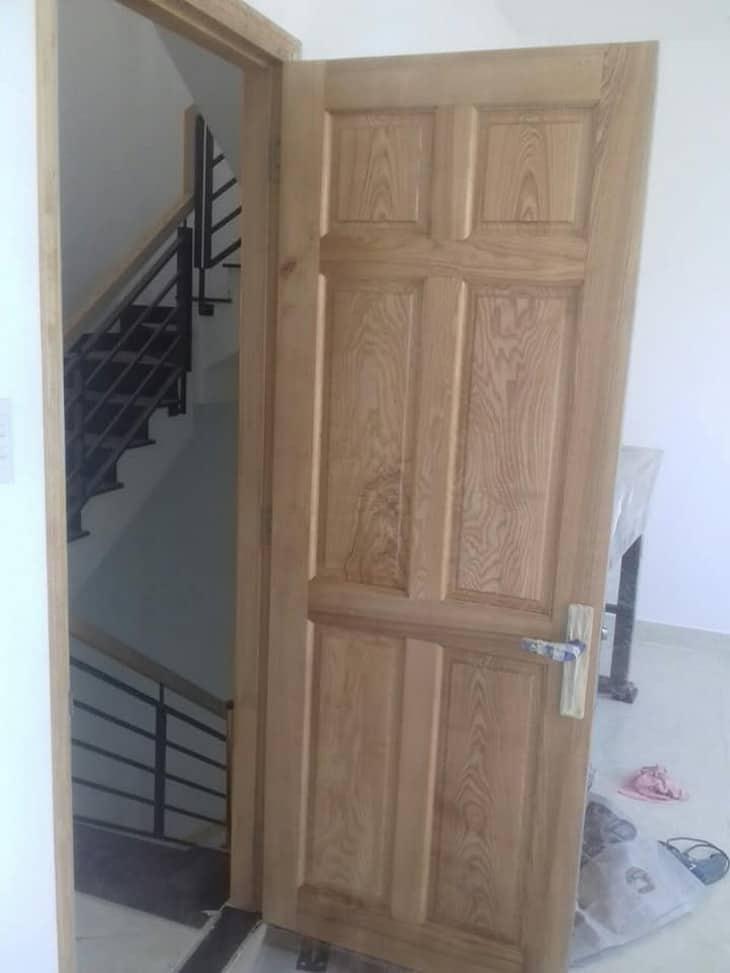 mẫu cửa gỗ tần bì đẹp