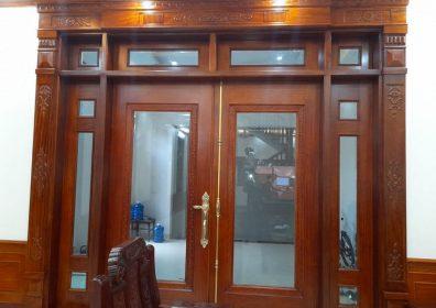 mẫu cửa kính khung gỗ 2 cánh đẹp