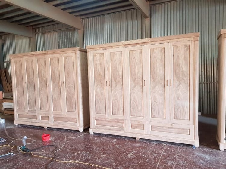 sản xuất tủ quần áo gỗ tự nhiên tại xưởng