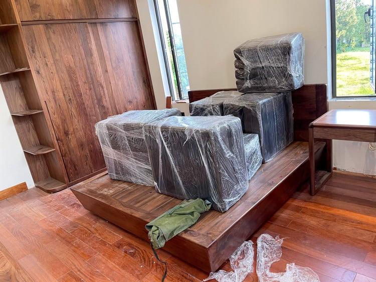 mẫu tủ quần áo gỗ óc chó hiện đại